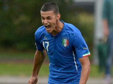 Gianluca Scamacca schreeuwt het uit nadat hij Italië U17 op voorsprong heeft gezet in de vriendschappelijke interland tegen de Duitse leeftijdsgenoten. (12-09-2014)