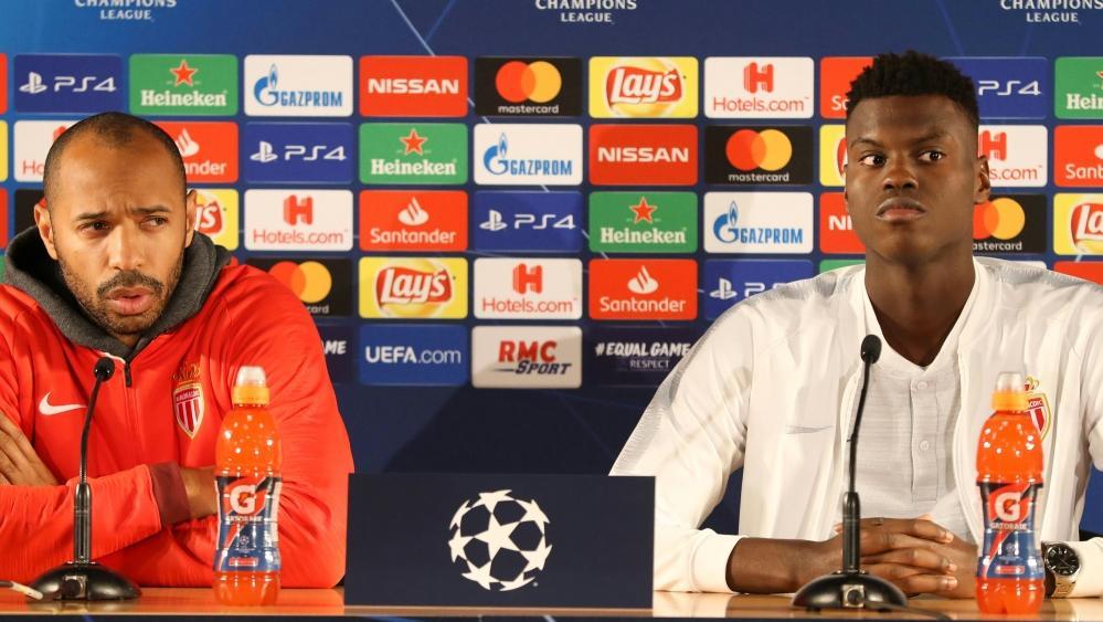 Thierry Henry (l.) und Benoit Badiashile bei der Pressekonferenz