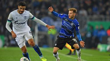 Ozan Kabak (l.) zog mit dem FC Schalke 04 ins Achtelfinale des DFB-Pokals ein