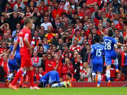 Chelsea viert de 1-0 van Demba Ba tijdens Liverpool - Chelsea. (27-4-2014)