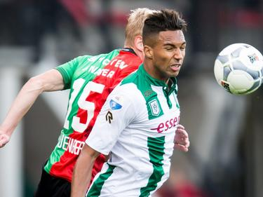 Danny Hoesen (r.) wint een duel van NEC-verdediger Lucas Woudenberg in het duel tussen NEC en FC Groningen (25-10-2015)