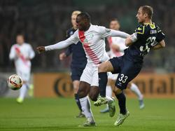 Werder gewinnt durch den Treffer von Anthony Ujah (l.)