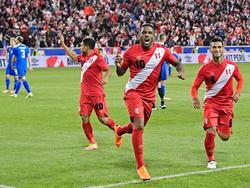 Farfán marcó el tercer gol de Perú contra Islandia. (Foto: Getty)