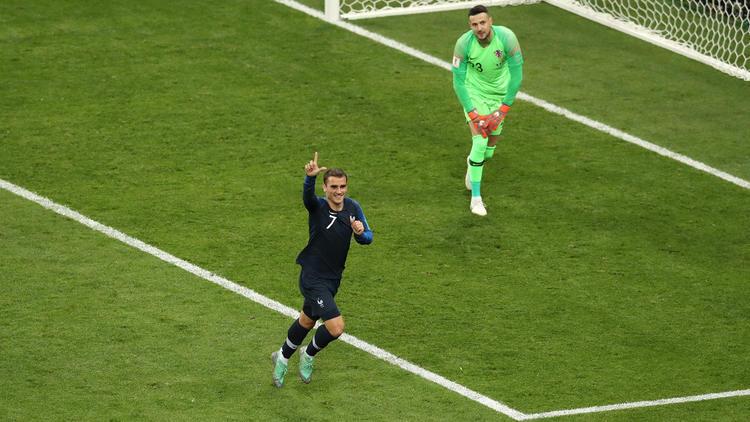 Griezmann celebra su tanto de penalti a Croacia. (Foto: Getty)