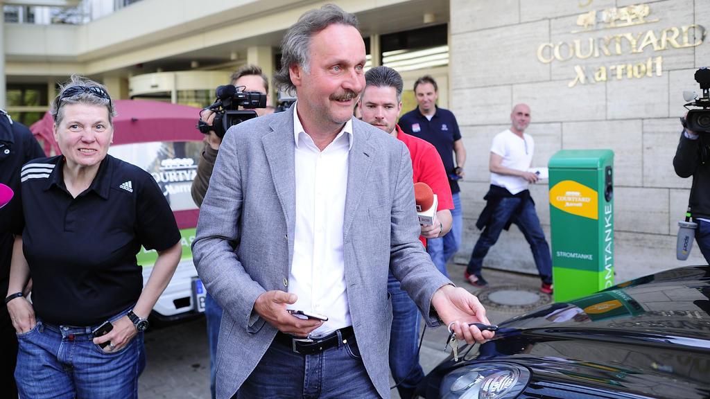 Peter Neururer hat die Art der Entlassung von Domenico Tedesco kritisiert