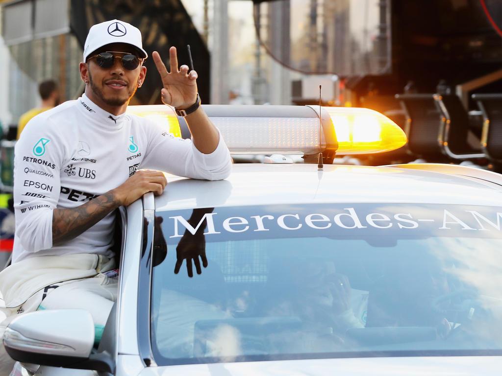 Strahlemann Lewis Hamilton schnappt sich zum vierten Mal in Folge die Pole Position beim Formel-1-Auftakt