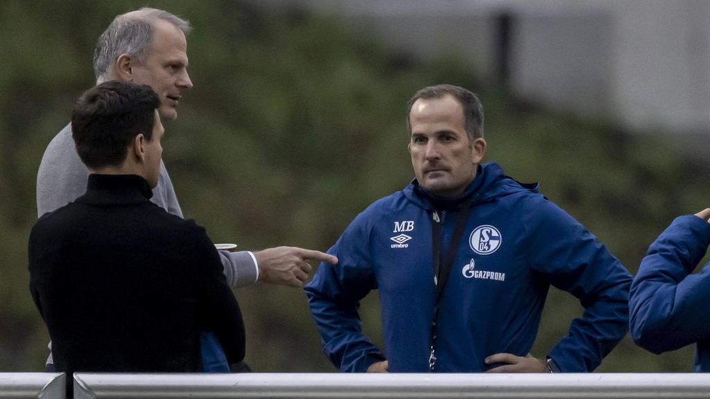 Jochen Schneider (l.) steckt mit Schalke tief in der Krise