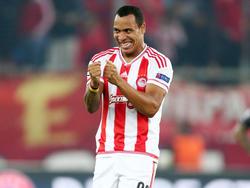 Felipe Pardo maakt vlak voor tijd de 2-1 van Olympiakos in het Champions League-duel met Dinamo Zagreb. (04-11-2015)