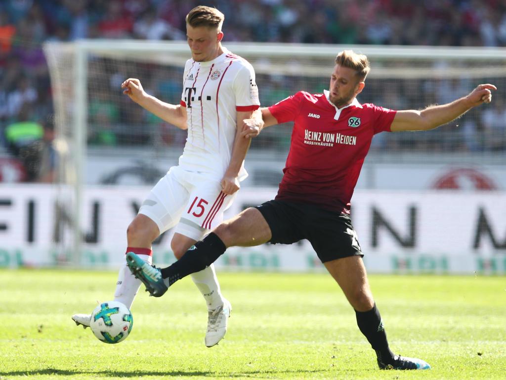 Lukas Mai (l.) feierte sein Debüt für die Profis des FC Bayern