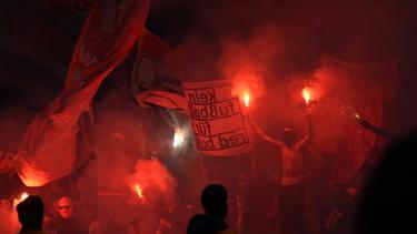 Leipziger und Münchner Fans brannten Pyro ab