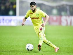 Lucas Lima conduce la pelota en un duelo ante el Montpellier. (Foto: Imago)