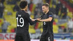 Spielen gemeinsam beim FC Bayern: Joshua Kimmich (r.) und Leroy Sané