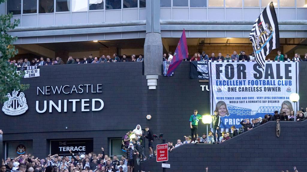 Die Fans von Newcastle United feiern die neuen Eigentümer
