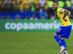 Alves en el duelo ante Perú de la Copa América.