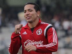 Dayro Moreno con la sudadera de calentamiento de Tijuana. (Foto: Imago)