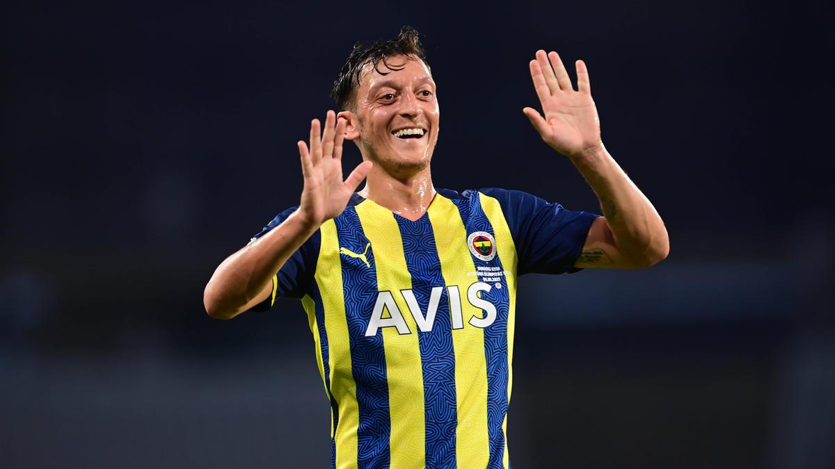 Mesut Özil trifft mit Fenerbahce in der Europa League auf Eintracht Frankfurt