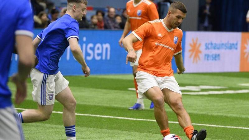 Lukas Podolski zeigte sein Können beim Hallen-Turnier in Gummersbach