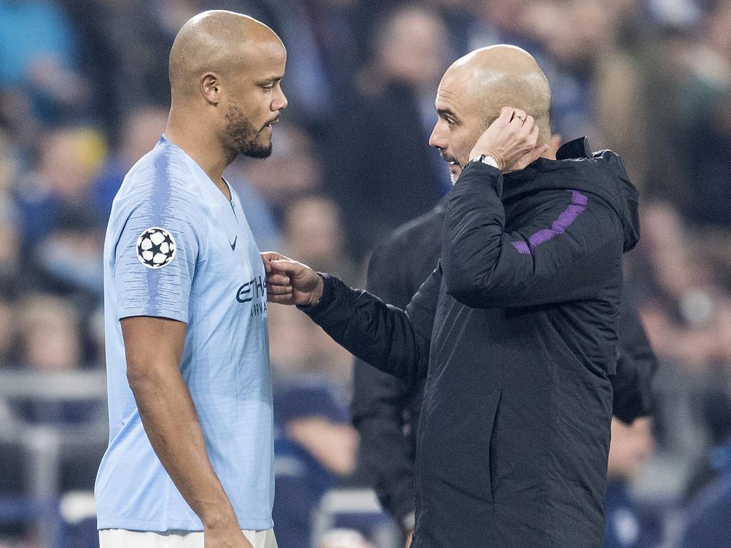 Kompany y Guardiola conversan en un duelo Champions.