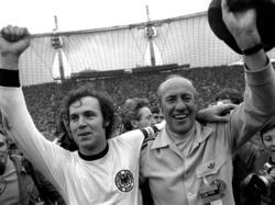 Helmut Schön (r.) jubelt gemeinsam mit Franz Beckenbauer im WM-Finale 1974