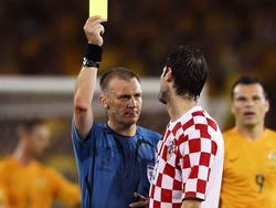 Graham Poll (l.) zeigte Josip Šimunić eine gelbe Karte zuviel