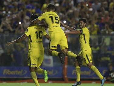 Los jugadores de Boca celebran la victoria en La Bombonera. (Foto: Getty)