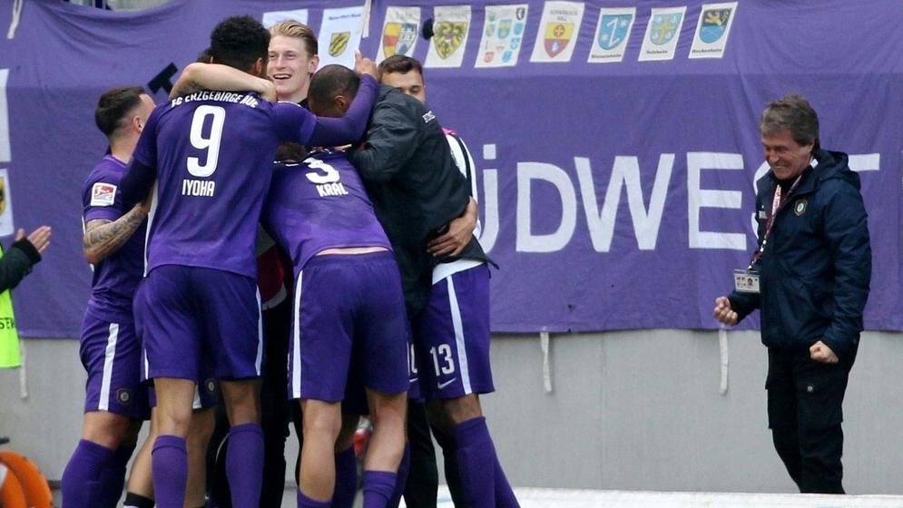 Erzgebirge Aue bezwingt den 1. FC Nürnberg in einer denkwürdigen Partie