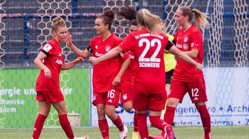 Linda Dallmann (l.) schoss drei Tore für den FC Bayern