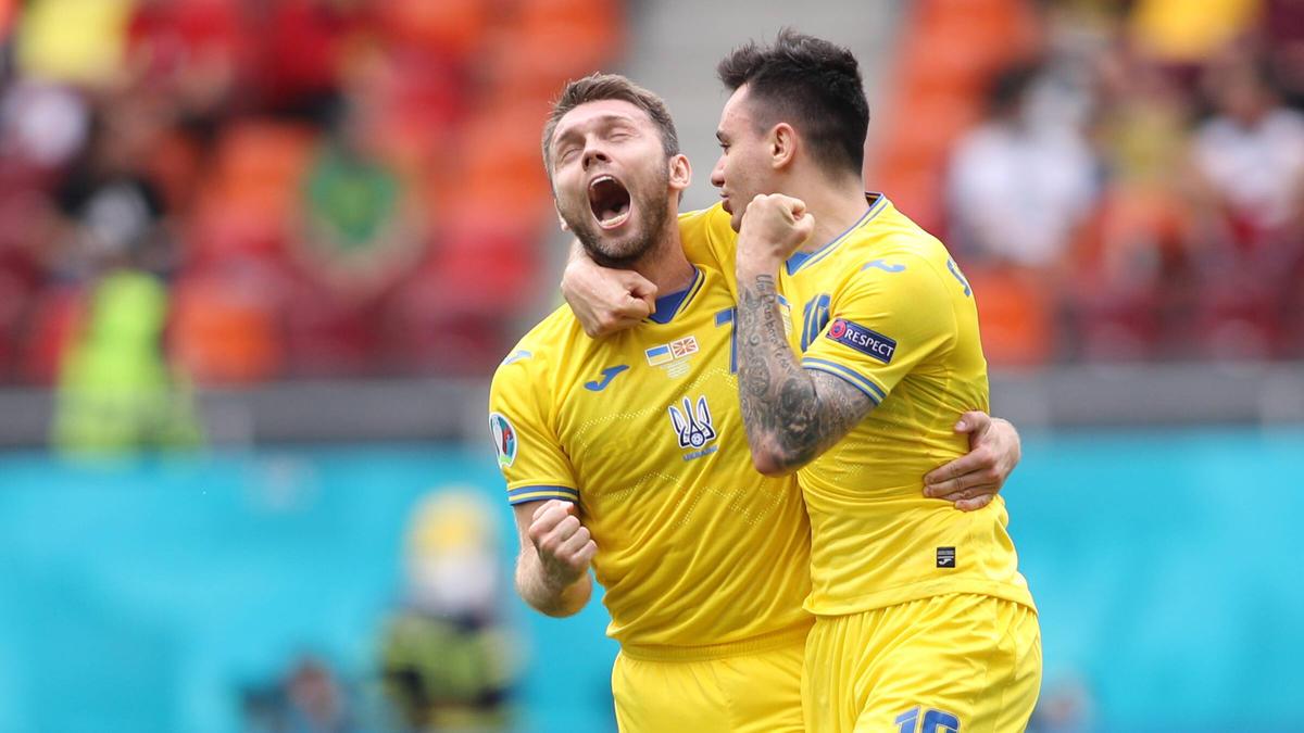 Die Spieler der Ukraine jubeln über den Sieg über Nordmazedonien