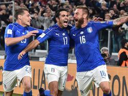 Daniele De Rossi (derecha) celebra un tanto con la selección. (Foto: Imago)
