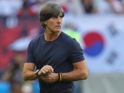 Joachim Löw ist mit dem DFB-Tross wieder in Deutschland gelandet