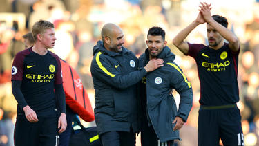 Pep Guardiola (2.v.l.) will erneut zum Titel greifen