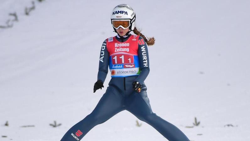 Juliane Seyfarth hat das Weltcup-Skispringen im russischen Nizhny Tagil mit Sprüngen auf 93,5 und 100 Metern gewonnen