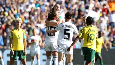 Die deutsche Frauen-Nationalmannschaft schlägt Südafrika
