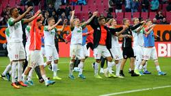 Die Augsburger feiern das Remis gegen den FC Bayern