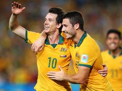 Wollen mit Australien ins Achtelfinale: Mathew Leckie (re.) und Robbie Kruse.