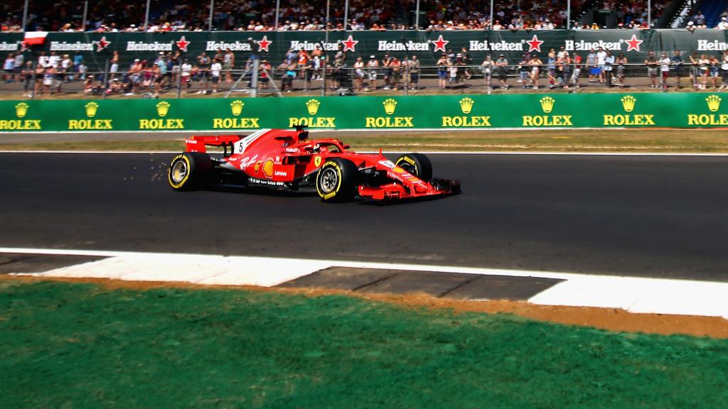 Sebastian Vettel hat im zweiten Training von Silverstone die Bestzeit gesetzt