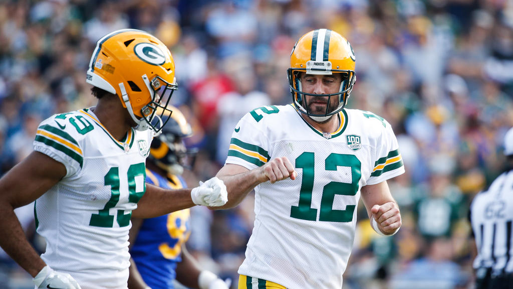 Die Packers-Spieler Equanimeous St. Brown (l.) und Aaron Rodgers (r.) siegten