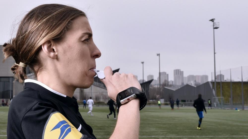 Pfeift am Sonntag erstmals ein Ligue-1-Spiel: Stephanie Frappart