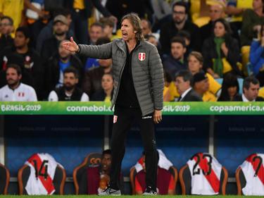 Gareca da indicaciones en la final frente a Brasil.