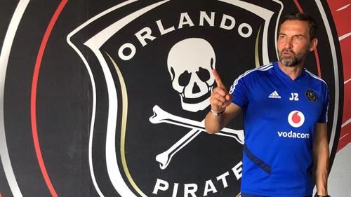 Joe Zinnbauer ist Trainer der Orlando Pirates