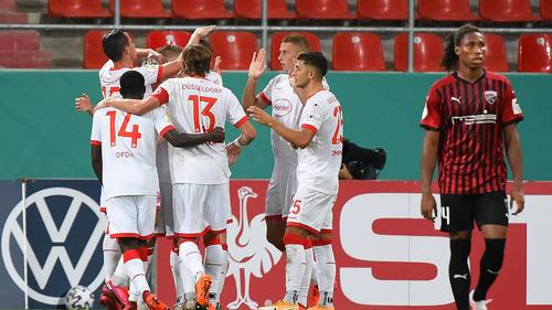 Fortuna Düsseldorf jubelt über den Treffer zum 1:0
