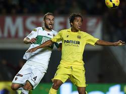 Giovani Dos Santos (r.) verletzte sich im Spiel gegen Elche