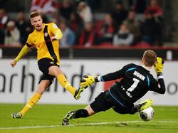 Tobias Kempe (l.) verlängert vorzeitig bei Dynamo