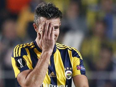 Robin van Persie baalt van een gemiste kans in de wedstrijd Fenerbahçe - Ajax. (22-10-2015)