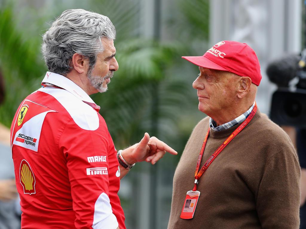 Niki Lauda (re.) hat sich zum Start der neuen Formel-1-Saison geäußert
