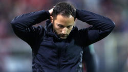 Kann es nicht glauben: Schalke-Coach Domenico Tedesco