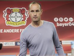 Muss beim KSC wohl auf Lars Bender verzichten: Bayer-Trainer Heiko Herrlich