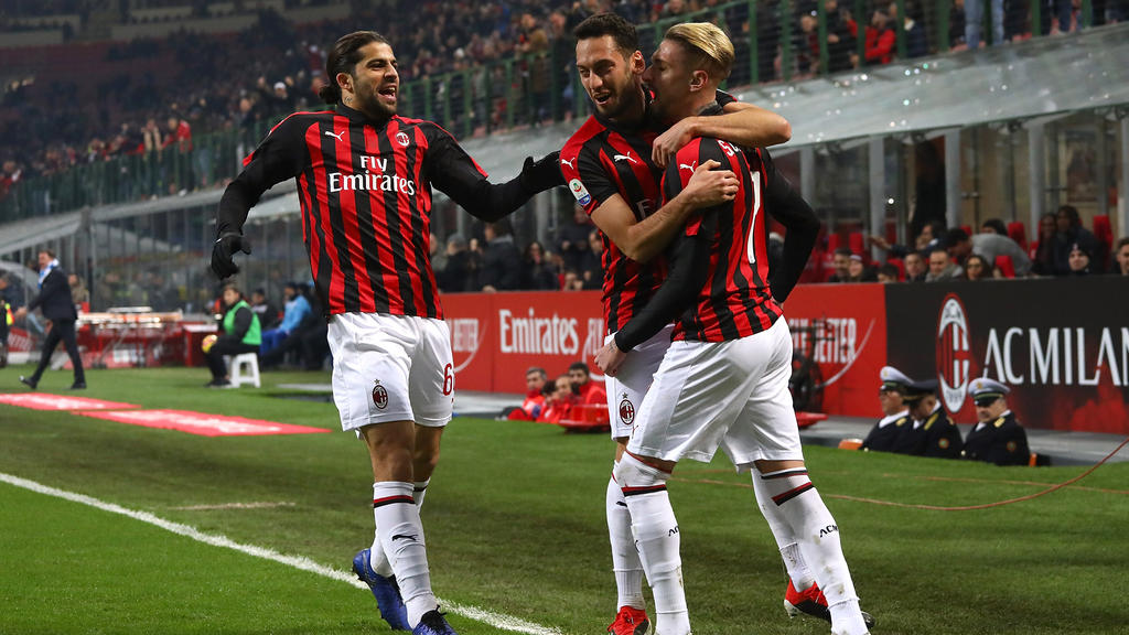 Ricardo Rodríguez (li.) und Hakan Calhanoglu (Mitte) sollen vor einer Bundesliga-Rückkehr stehen