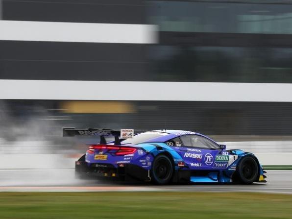 Jenson Button mischt im Honda NSX die DTM-Spitze auf