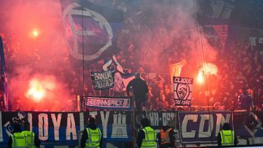 Werden HSV-Fans bald legal Pyro zünden?